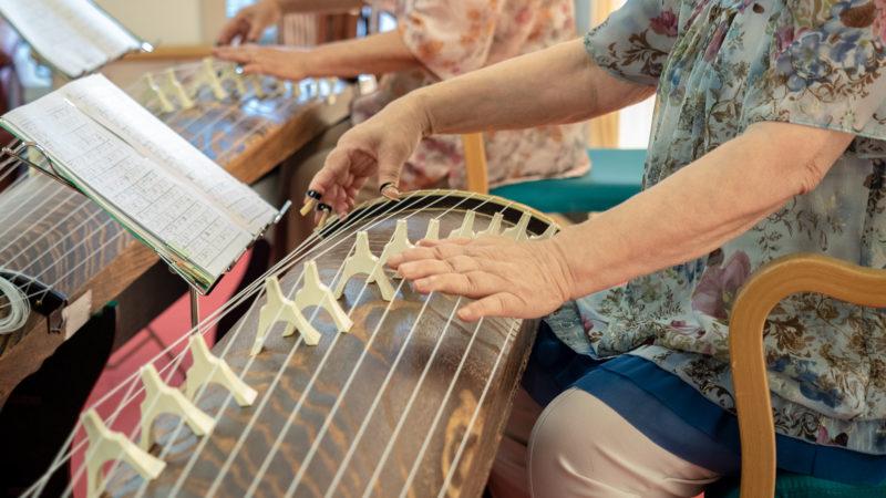 鳥羽豊和苑で「ことみ会」さんが琴の演奏を披露してくださいました!