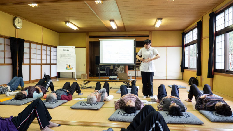 志摩市磯部町の築地集落センターで「膝の講義と運動」を行いました!