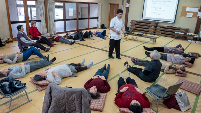 志摩市磯部町の夏草公民館で「転倒・認知症予防の講義と運動」を行いました!