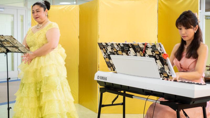 鳥羽豊和苑に歌い手の西邑さん、ピアニストの光田さんが慰問に来てくださいました!