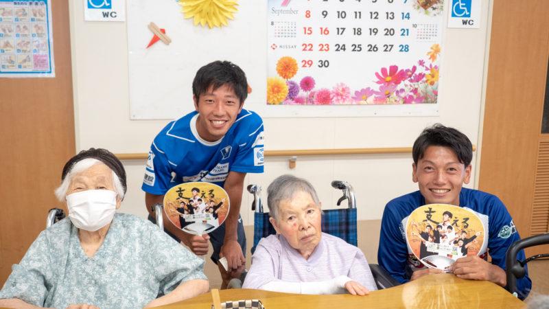 地元の社会人サッカークラブFC.ISE-SHIMAの選手が試合の経過報告に来てくれました!