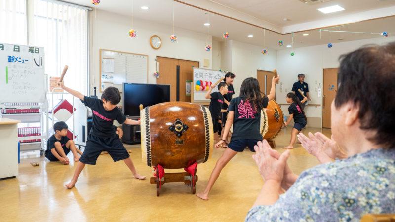 デイサービスセンター豊和で磯部太鼓、二胡の演奏が披露されました!