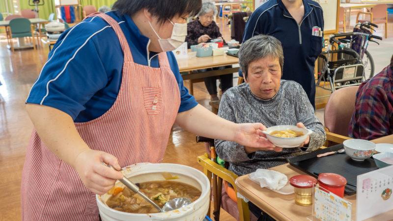 美味しい鍋で心もからだもホカホカに!志摩豊和苑で鶏団子鍋を振る舞いました。