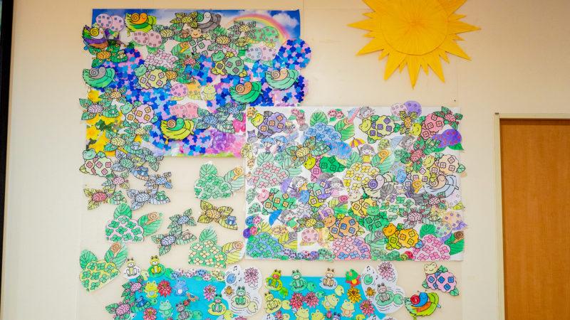 テーマは「梅雨を吹き飛ばせ!」デイサービスセンター豊和で6月の壁画を制作しました!