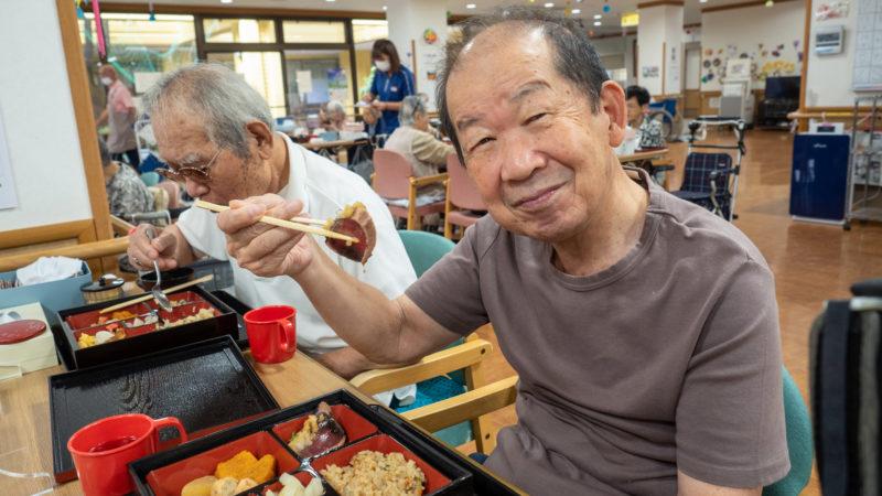 おいしい食材がいっぱい!志摩豊和苑 通所リハビリテーションで栄養部手作りの「松花堂弁当」が振る舞われました!